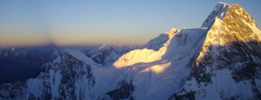 De schaduw van de K2 over de horizon