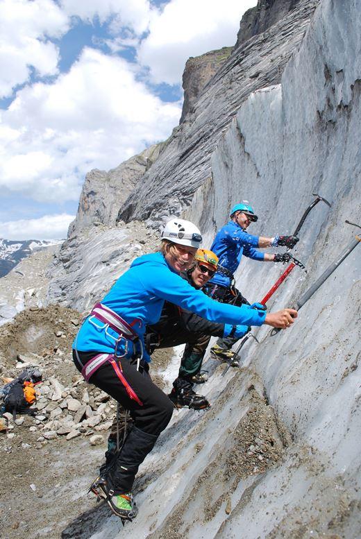 Op de gletsjer werden de stijgijzer technieken geoefend