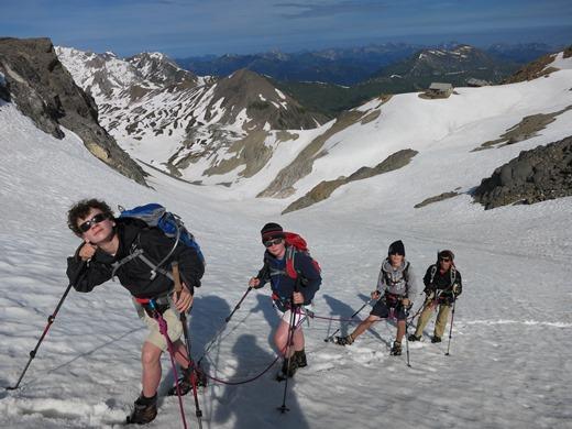 Bij alpinisme is er vaak een touw nodig. Zeker als je met kinderen onderweg bent!