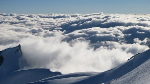 Indrukwekkend wolkendek om de Mont Blanc