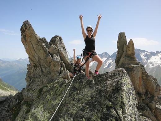 Gwen haalt de top van de Klettersteig bij de Bergsee Hut