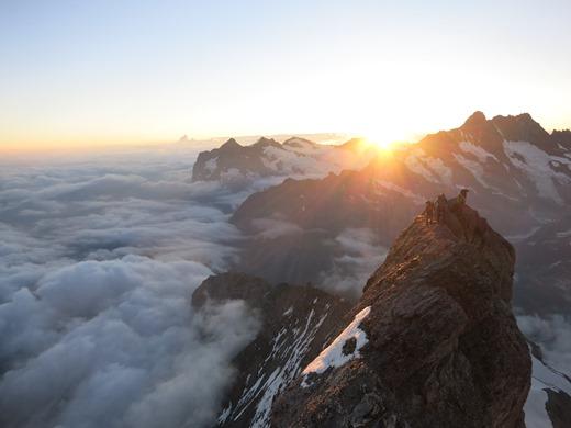 Zonsopkomst in het Berner Oberland massief