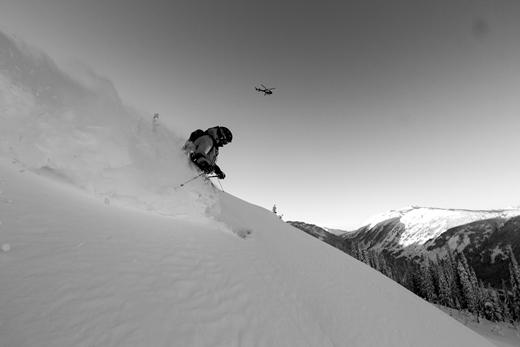 Skien met de Helicopter op de achtergrond