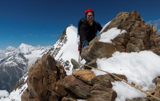 Bijna op de top van de Stecknadelhorn met de Hohberghorn op de achtergrond!