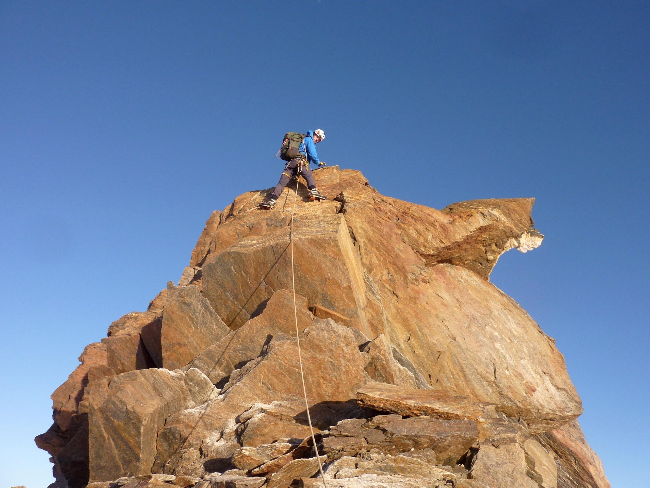 Prachtig rotsklimmen tussen de Grenzgipfel en de Dufourspitze